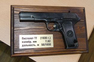Сувениры: макеты оружия